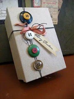 Cómo envolver regalos de Navidad caja botones