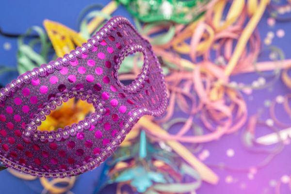 Como hacer una mascara de carnaval carton