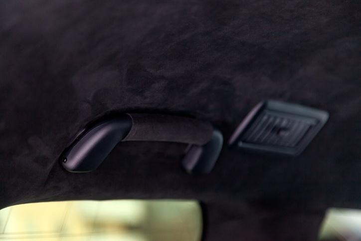 Como tapizar el techo de un coche oscuro 2020