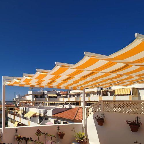 ideas-para-tapar-el-sol-en-una-terraza-instagram-luz-y-color-malaga