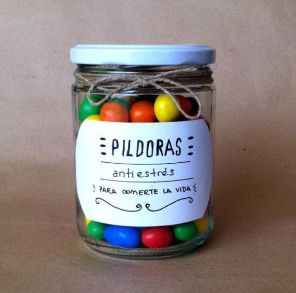 Fotos con ideas para Regalos de amigo invisible hechos a mano píldoras chocolate