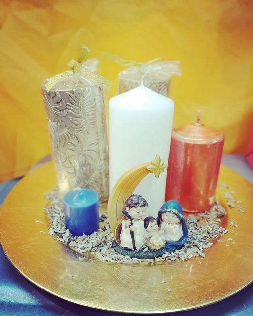 Centro de mesa para Navidad con velas y nacimiento