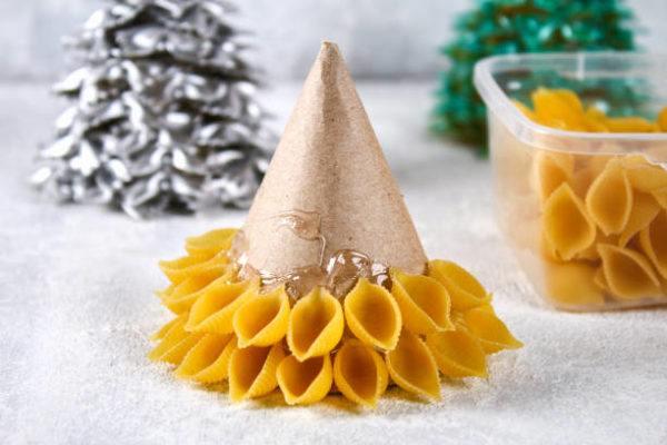 Arboles de navidad 2020 2021 diy manualidades originales pasta seca sobre cono