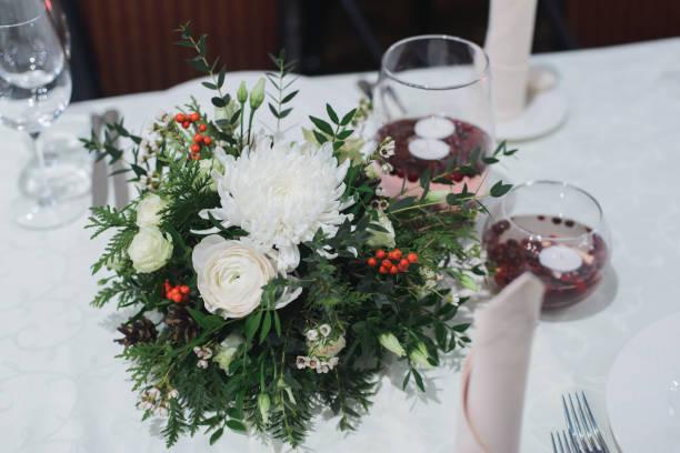 Centros de navidad low cost 2020 FLORES FOTOS flores blancas acebo