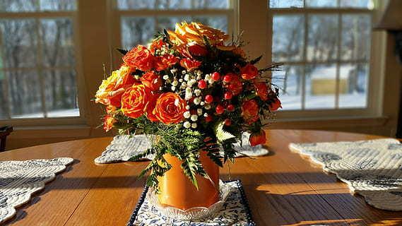 Centros de navidad low cost 2020 FLORES FOTOS flores rosas naranjas acebo