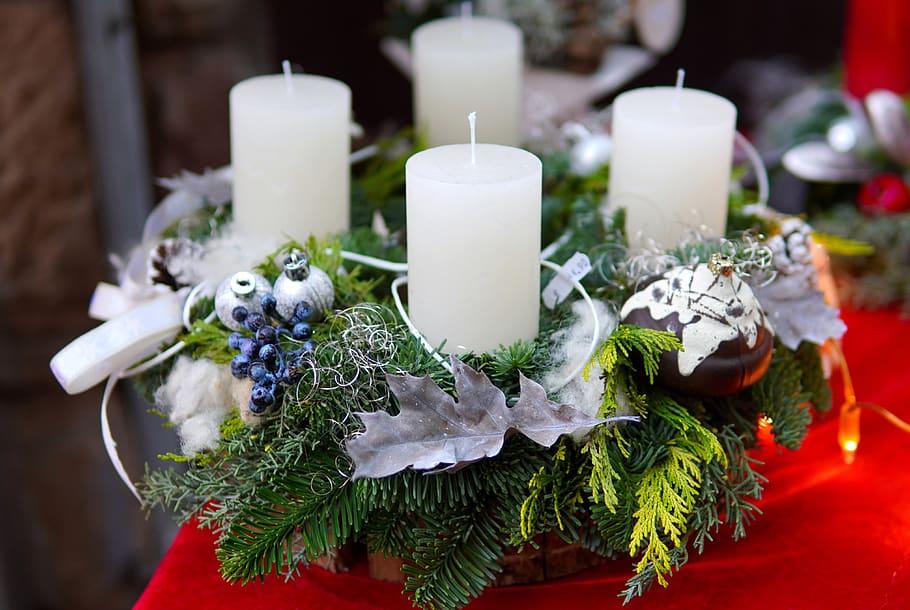 Centros de navidad low cost 2020 VELAS FOTOS velas blancas en corona