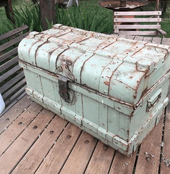Ideas para la Decoración Industrial Vintage 2020 baúl madera