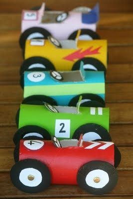 20 ideas para hacer manualidades con rollos de papel coches clásicos