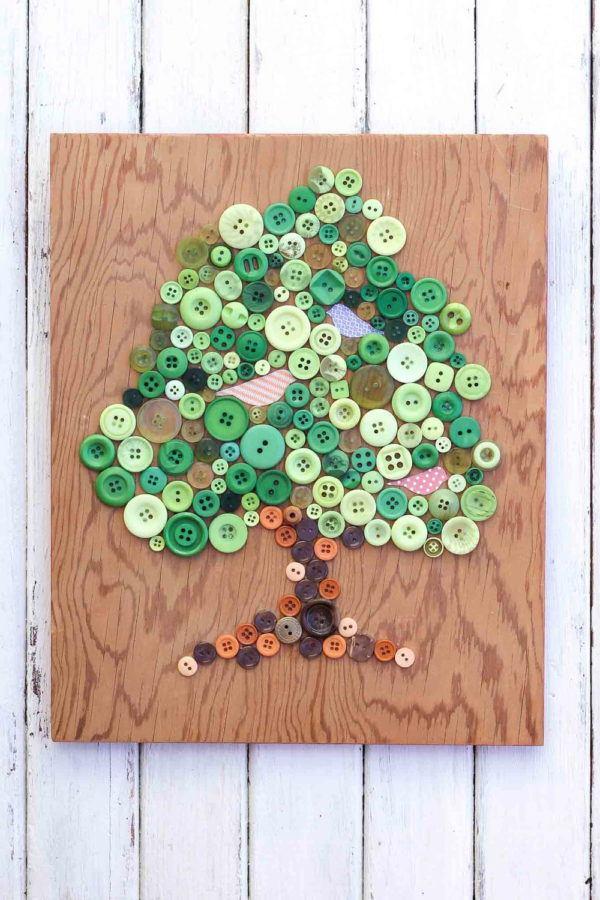 Manualidades para ninos dia arbol 2021 madera botones
