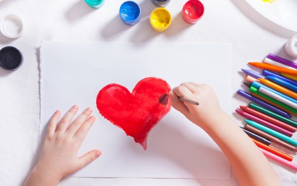 Manualidades para san valentin para ninos dibujando corazon