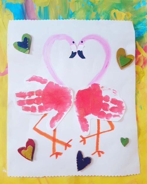 Dibujo de flamencos en forma de corazón