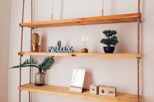Mejores consejos decorar piso pequeno estantes