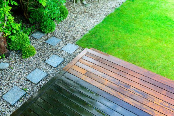 Mejores trucos para jardin pequeno parezca grande pavimento