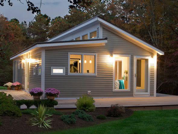 Mejores fotos ideas para fachadas casas pequenas Fachada de una casa pequeña con techo expuesto