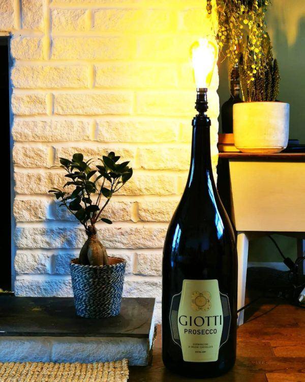 Mejores ideas para hacer lamparas caseras con materiales reciclados lampara con botella de champan