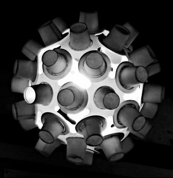 Mejores ideas para hacer lamparas caseras con materiales reciclados lampara con capsulas cafe