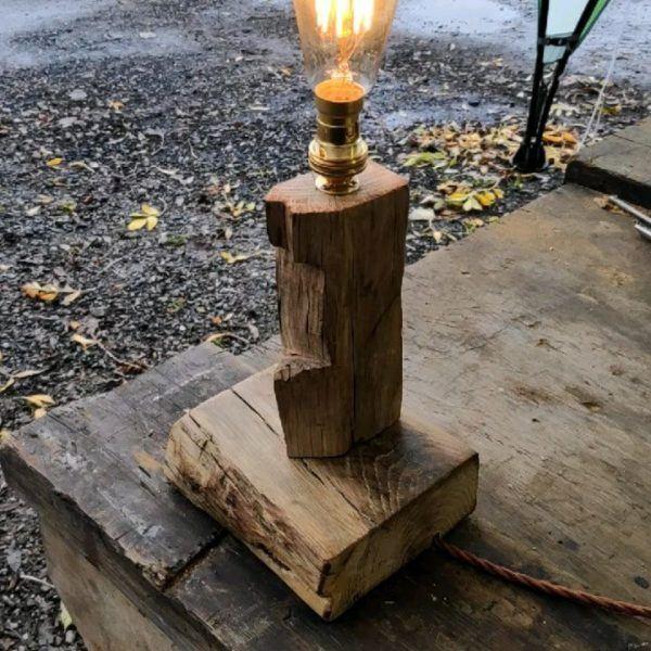 Mejores ideas para hacer lamparas caseras con materiales reciclados lampara con un trozo de madera