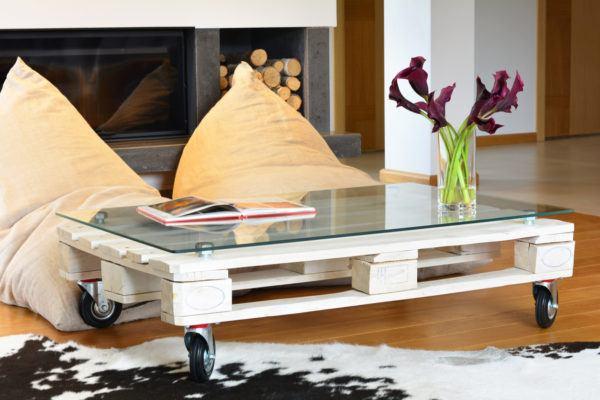 Mejores ideas para hacer muebles madera reciclada mesa ruedas