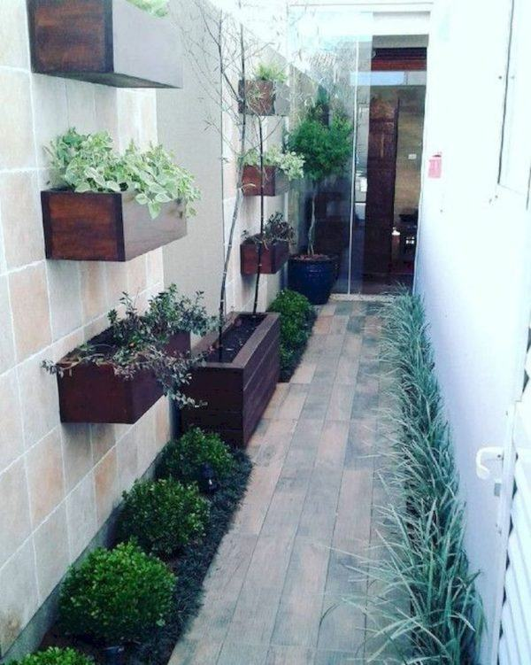 Como decorar pasillo patio plantas suelo madera