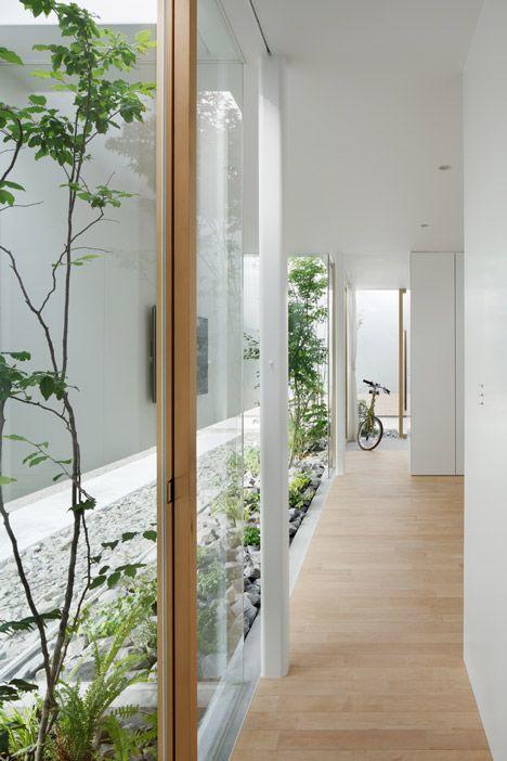 Como decorar pasillo patio suelo madera