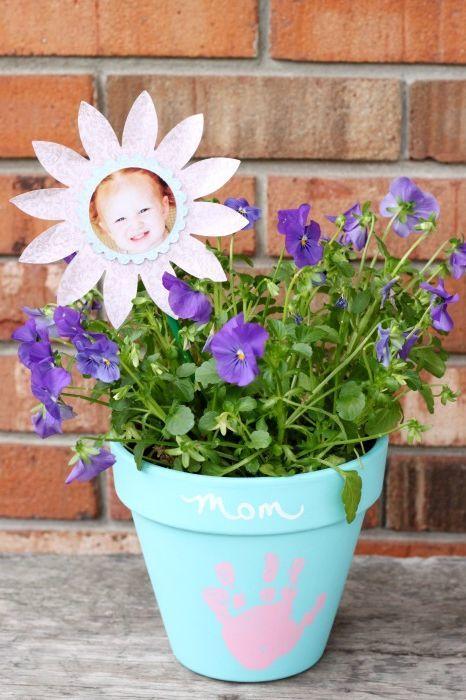 Manualidades fáciles Día de la Madre para niños margarita con flor