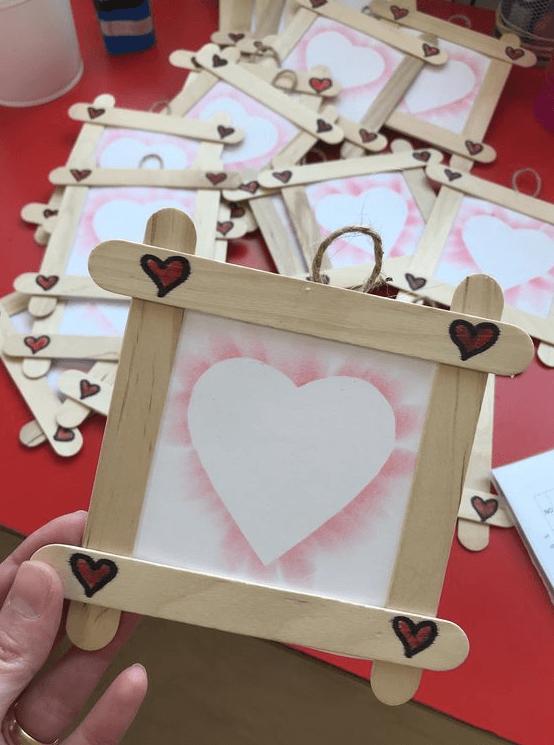 Los mejores regalos para el Día de la Madre con cartulinas marco de corazón