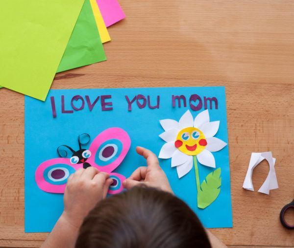 Los mejores regalos para el Día de la Madre con cartulinas mariposa y margarita