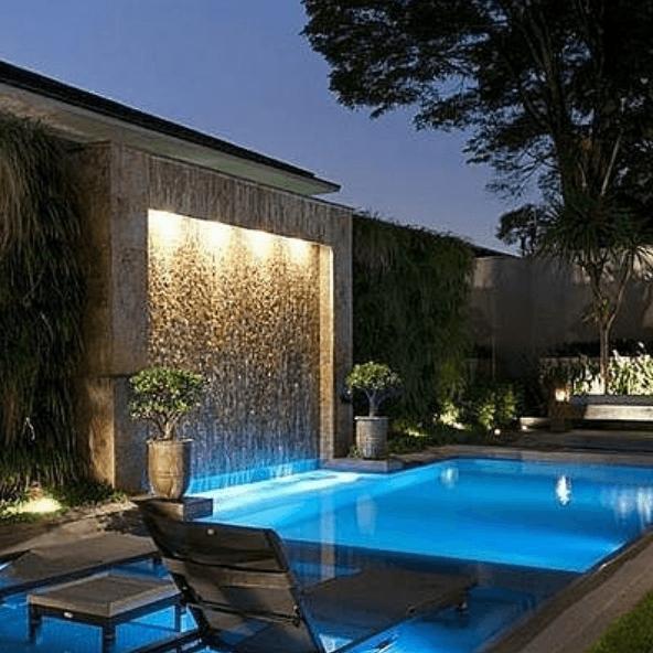 Los mejores consejos e ideas para decorar la piscina catarata