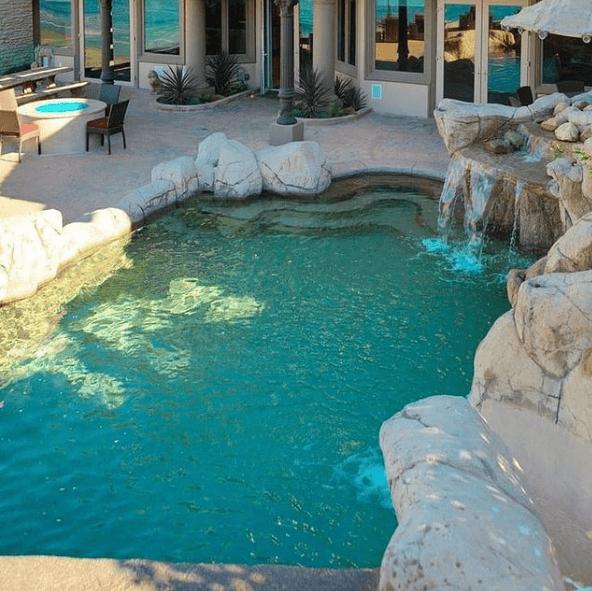 Los mejores consejos e ideas para decorar la piscina rocas