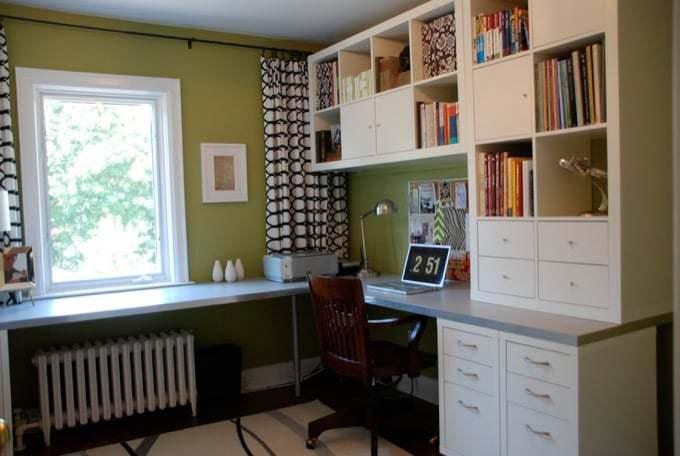 oficina en casa con escritorio en forma de L