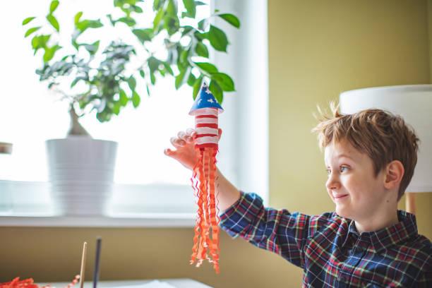 Como decorar nuestra casa para el dia de la independencia de los eeuu FOTOS niño cohete