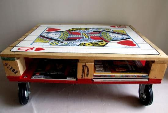 Las mejores ideas para hacer mesas de centro con palets mesa con naipe