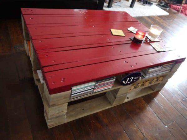 Las mejores ideas para hacer mesas de centro con palets mesa roja