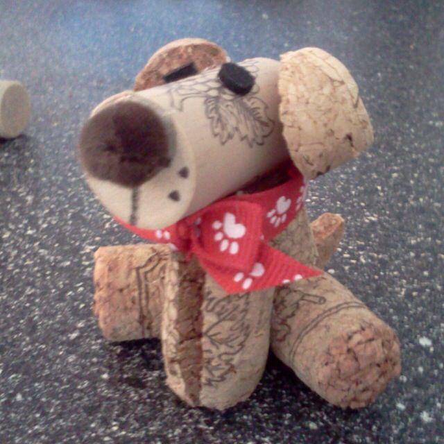 Ideas y consejos para hacer animales con corchos para niños perro sentado