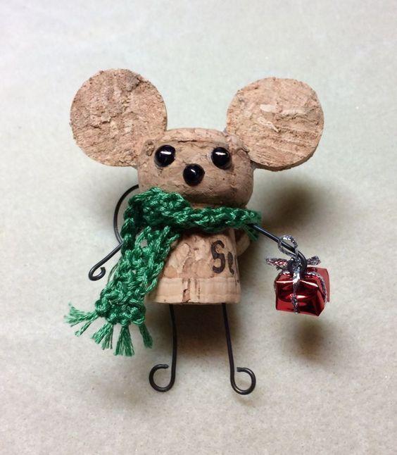 Ideas y consejos para hacer animales con corchos para niños ratón abrigado