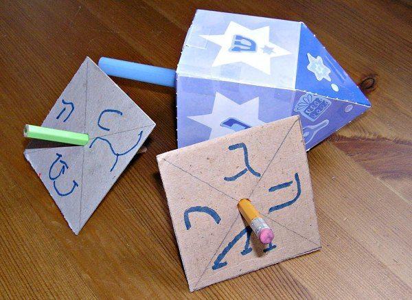 Ideas de manualidades para niños para el día de Hanukkah dreidel lápiz
