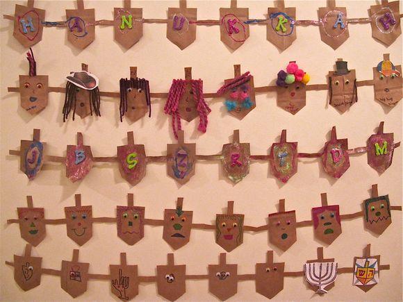 Ideas de manualidades para niños para el día de Hanukkah dreidel muñecos