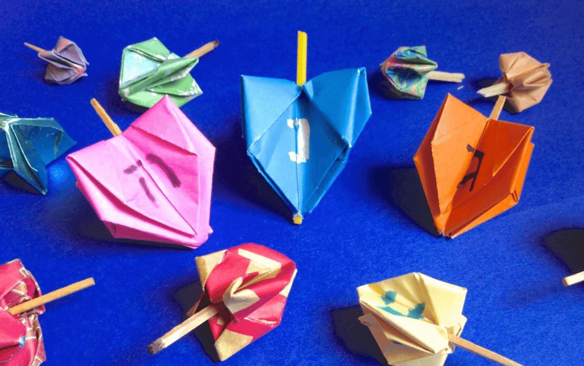 Ideas de manualidades para niños para el día de Hanukkah dreidel papel