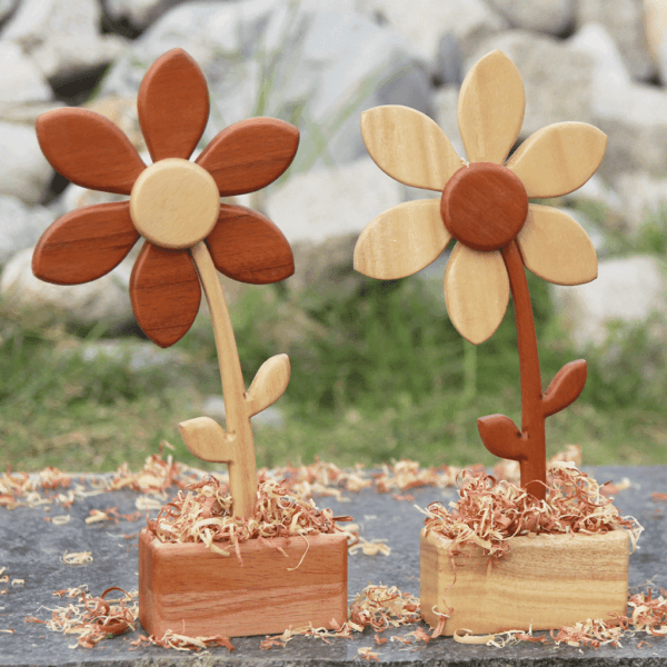 Las mejores ideas para hacer un regalo personalizado con madera para tu pareja flores