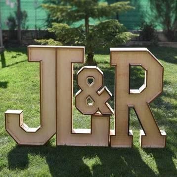 Las mejores ideas para hacer un regalo personalizado con madera para tu pareja iniciales