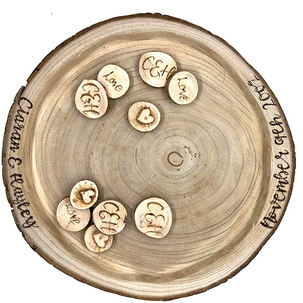 Las mejores ideas para hacer un regalo personalizado con madera para tu pareja plato